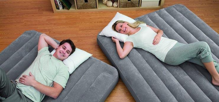 Вредно ли спать на надувном матрасе — противопоказания, требования к матрасу